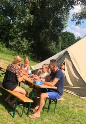 kamperen familie